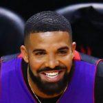 Drake Cuddles Up Adonis 3 ساله در عکس شایان ستایش