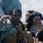 """مهمانی های کودکانه Lil با مدل های بیکینی در قایق تفریحی در """"On Me"""" Visual"""